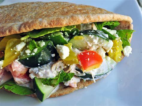 Mediterranean Chicken Pita   i.run.on.nutrition
