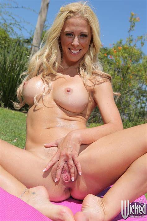 Cherie Deville Spreading Pussy Rodman
