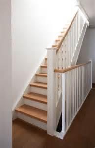 Peindre Un Escalier En Gris Et Blanc by Escalier Bois Et Blanc Id 233 Es Pour L Entr 233 E Et Le Couloir