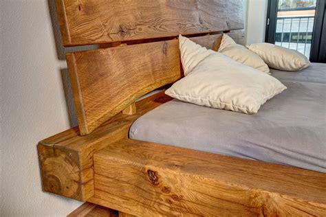 Bett Bauen Holz Balkenbett In Eiche Kopfstuetze Detail Holz Bett Bett Bauen Und Bett Selber Bauen