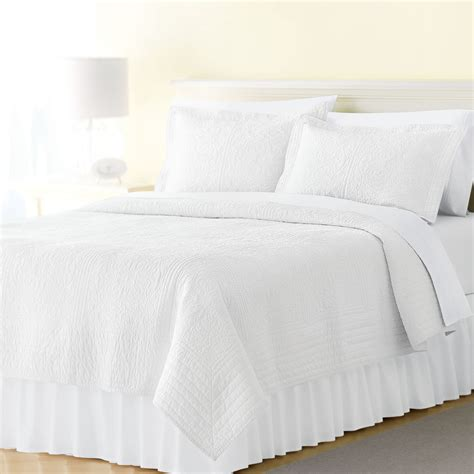 White Bed Sheets by The Lowdown On Bed Skirts White Bedding
