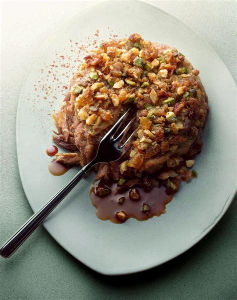 cuisine canard recette crumble de canard cuisine madame figaro