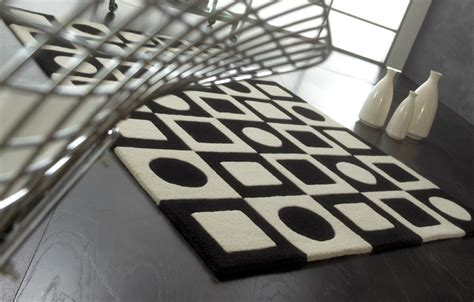tapis de luxe design noir et blanc simbols black par carving
