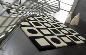 tapis de luxe design noir et blanc simbols black par carving With tapis design noir et blanc