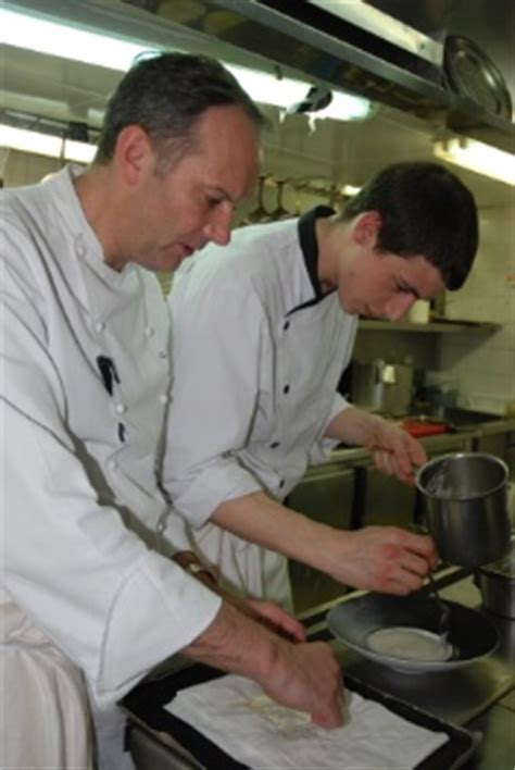 un commis de cuisine une journ 233 e avec lucas marini commis de cuisine au pavillon ledoyen viiie