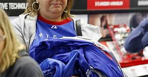 Cubs fans snapping up World Series championship gear