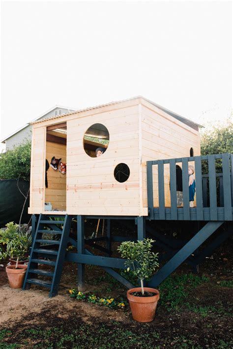 Backyard Play House by 15 Modern Playhouses For Cheerful Backyards