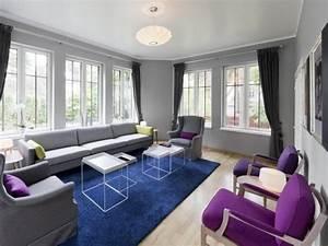 deco salon moderne pour une atmosphere chaleureuse With tapis shaggy avec canapé bleu gris