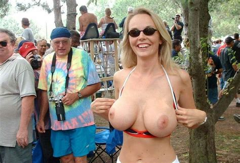 Fl1123 In Gallery Flashing Tits In Public And Outdoor 54 Picture 20 Uploaded By