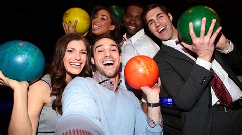 Corporate Parties | Bowlmor
