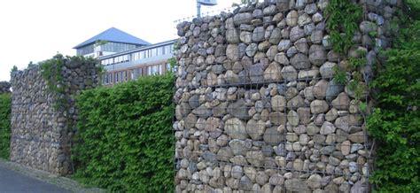 Palisaden Aus Holz Eine Alternative Zur Steinmauer by Wir Wollen Nur Spielen Zaun Mauer Gabionen Garten