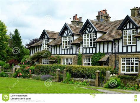 cottage inglesi cottage inglesi paese fotografia stock editoriale