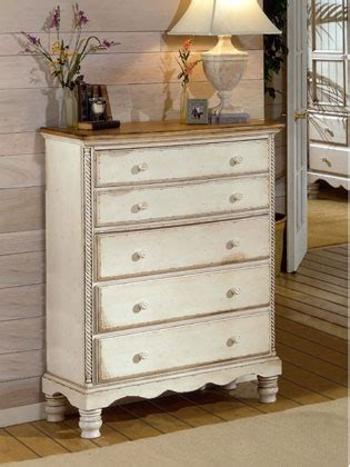 como decapar un mueble cómo pintar y decorar un mueble blanco con efecto