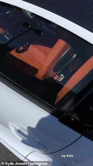 Setelah banjir kritikan, kylie jenner pun langsung menghapusnya. Billionaire Kylie Jenner Adds Bugatti Chiron to her Stable   American Luxury
