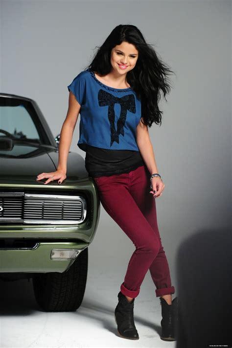 Celebrity Fashion World Selena Gomez Style 2012