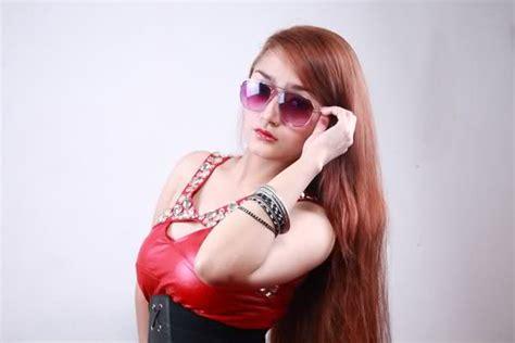 Siti Badriah Hot Seksi Penyanyi Dangdut Foto Gambar