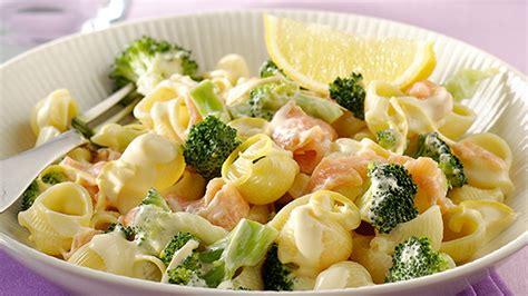 cuisiner epinard frais pâtes au saumon fumé et brocolis recette knorr