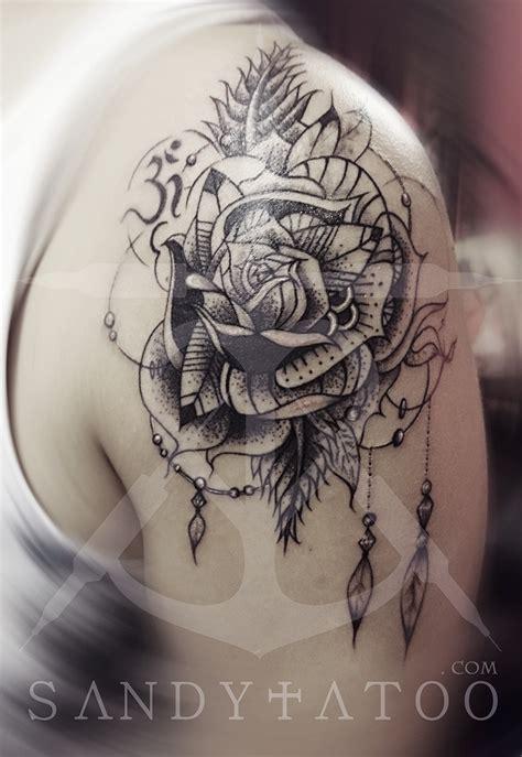 tatouage fleur mandala epaule