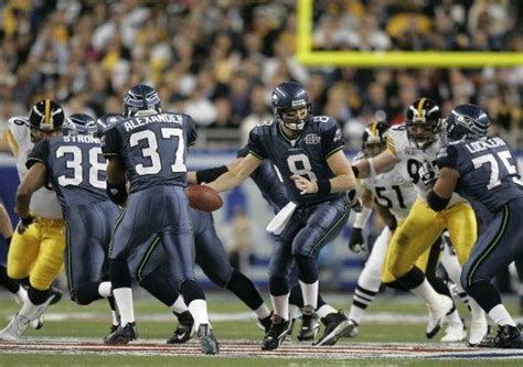 seahawks favored  beat panthers win super bowl