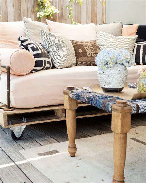 choisir canapé comment choisir un canapé adapté à salon shake my
