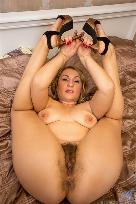 Thick Blonde Milf Rubs Some Grapes On Her Body And Finger Fucks Her Twat Hard