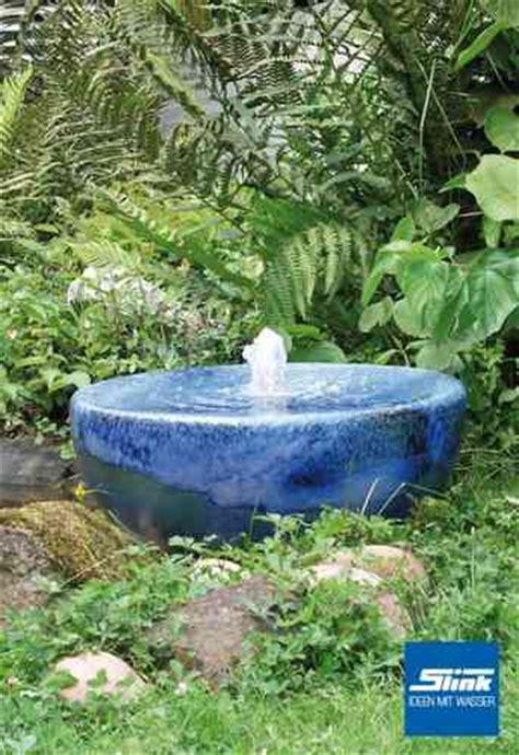 Bunte Und Einzigartige Brunnen Aus Keramik Oder Terrakotta