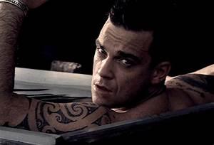 Comemore O Aniversrio De Robbie Williams Ao Som De Feel