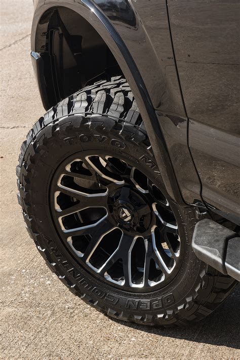 ford   xlt black rad rides lifted  fuel