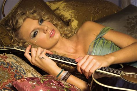 Taylor Swift Apologizes To Ex In New Song 'back To