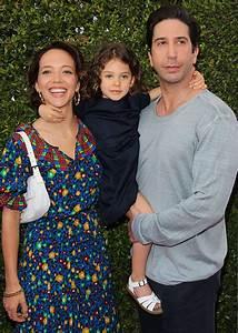 David Schwimmer cuddles daughter Cleo on red carpet ...