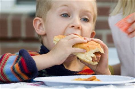 food  blame   children choking medical news today