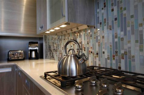 Vertical Tile Backsplash : 10 Classic Kitchen Backsplash Ideas