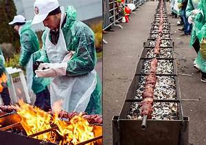 World's longest kebab cooked by Russian, Chinese chefs