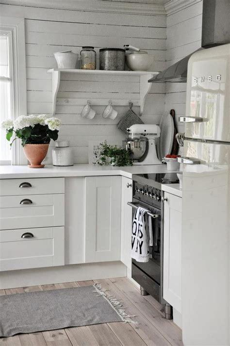 cuisine rustique blanche cuisine moderne blanche avec des touches de couleur