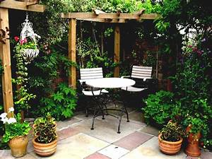 Pictures of small courtyard gardens tiny garden ideas for Attractive decorations exterieures de jardin 10 outdoor kitchens covered patios photos little rock
