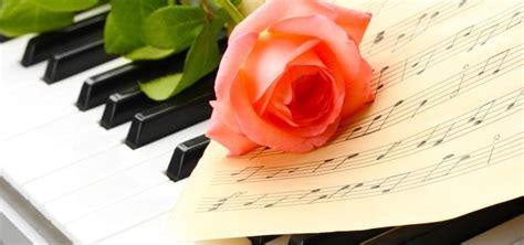 lieder fuer den heiratsantrag schoene songs zur verlobung