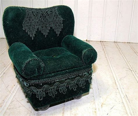 cheap shabby chic chairs must have these overstuffed chairs shabby chic the clayton design