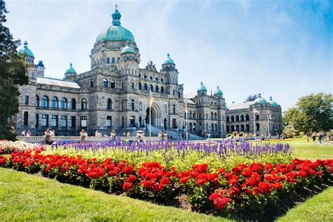 whats open  canadas august civic holiday