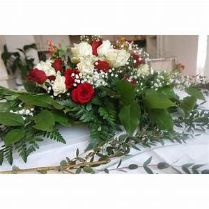 111 deco rouge et blanc petit salon gris et blanc deco With tapis champ de fleurs avec canapé d angle arrondi pas cher