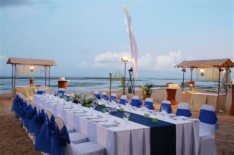 beach wedding reception decor but with teal or aqua blue