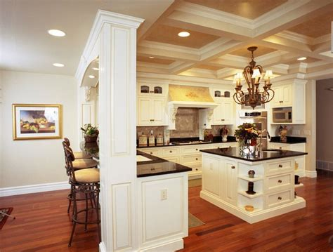 English Country Style Grand Kitchen Traditional