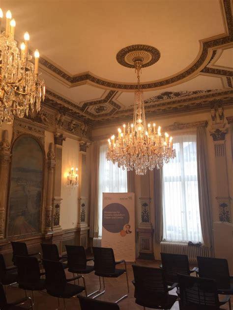 historischer sitzungssaal ministerium fuer soziales