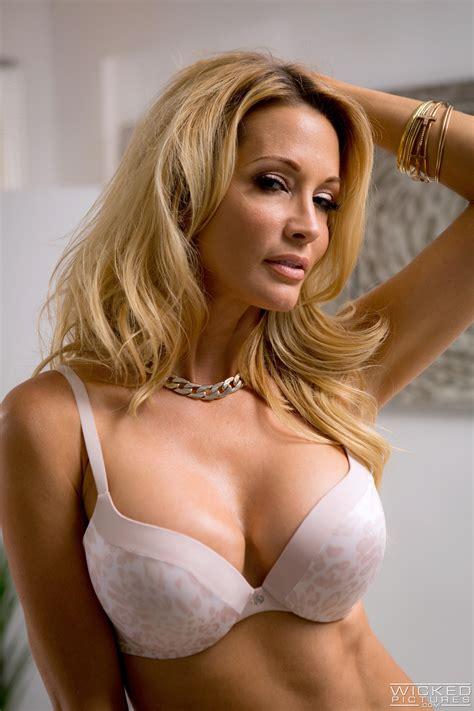 hot blonde woman likes random sex adventures photos asa akira jessica drake milf fox