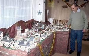 Village De Noel Miniature : mourenx il a cr un village miniature pour no l la r publique des pyr n ~ Teatrodelosmanantiales.com Idées de Décoration