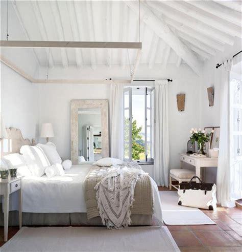 white shabby chic bed white shabby chic bedrooms 2012 i heart shabby chic