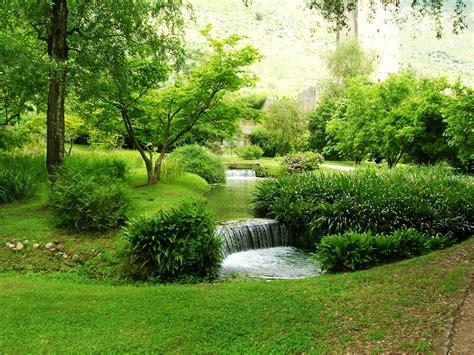 Eco Tour Giardino Di Ninfa Trasporti E Visita