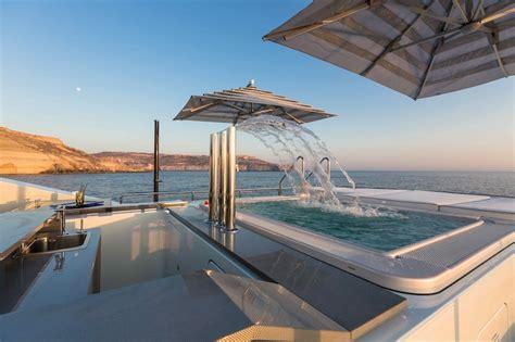 Deck Boat In Ocean by Luxury Yacht Ocean Paradise Sun Deck Yacht Charter