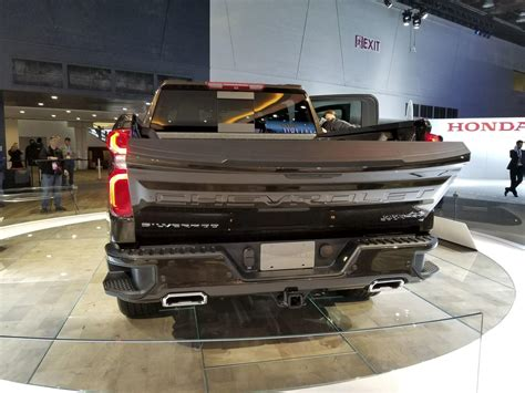chevy silverados power lift tailgate