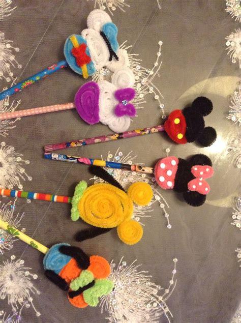 lapiz decorado  siluetas de mickey  amigos hechos