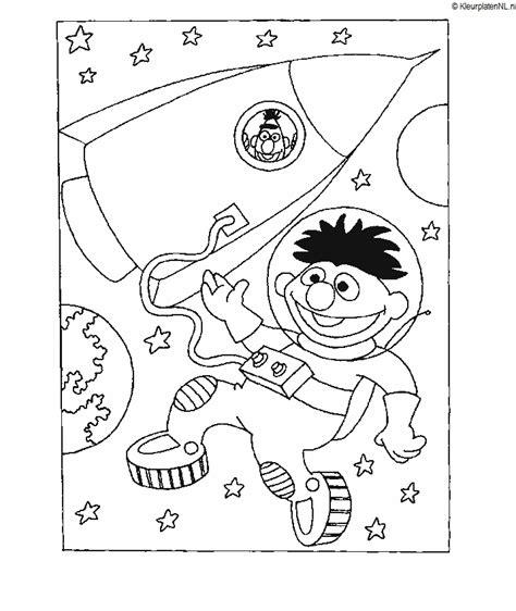 Kleurplaat Het Haasje In De Maan by Sesamstraat Kleurplaat Kleurplaten 4015 Kleurplaat